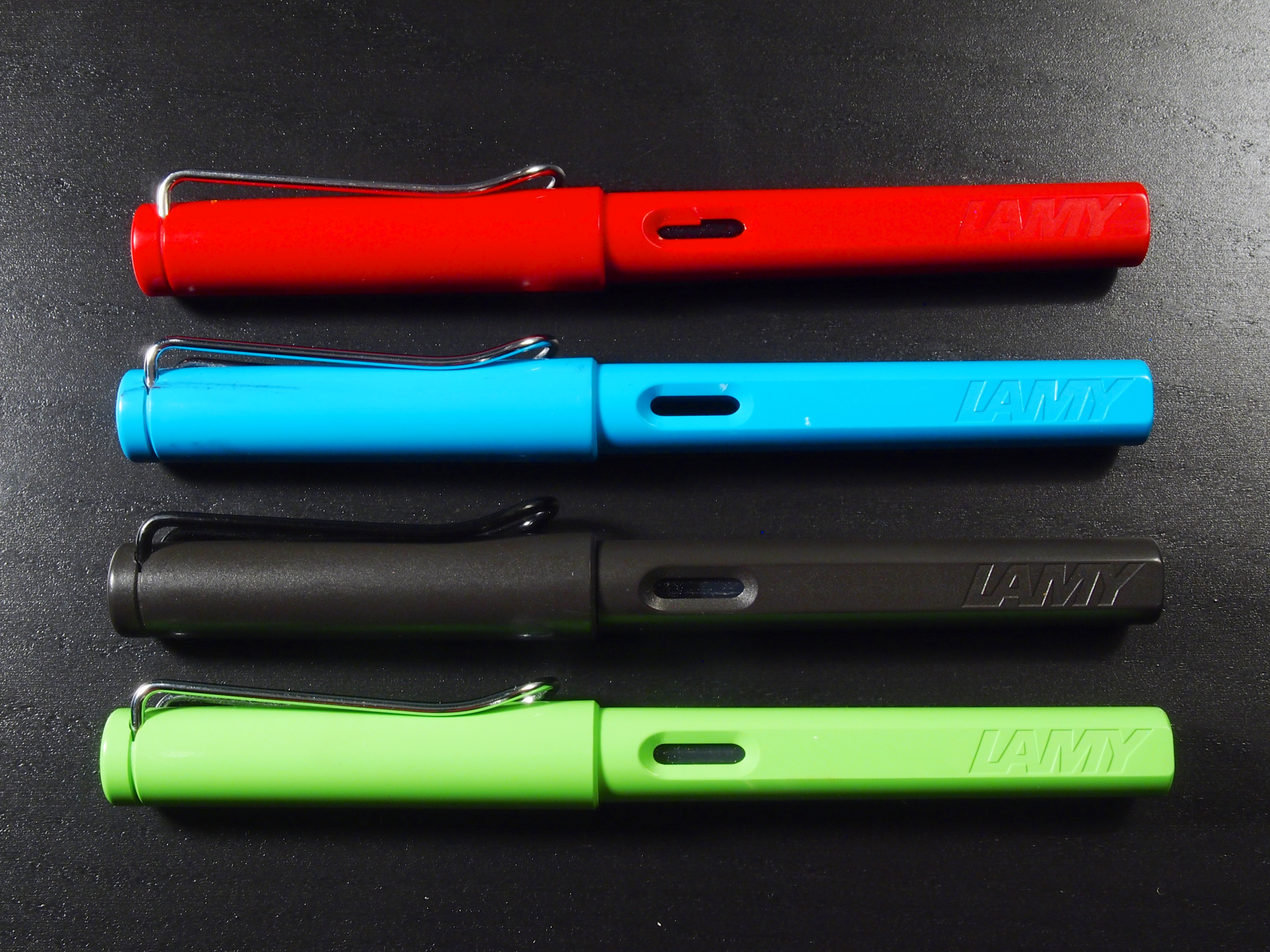 lamy safari Description lamy safari fountain pen offers a timeless design, attractive color and perfect ergonomics weight and contoured gripping section allow you to use it for hours and hours.