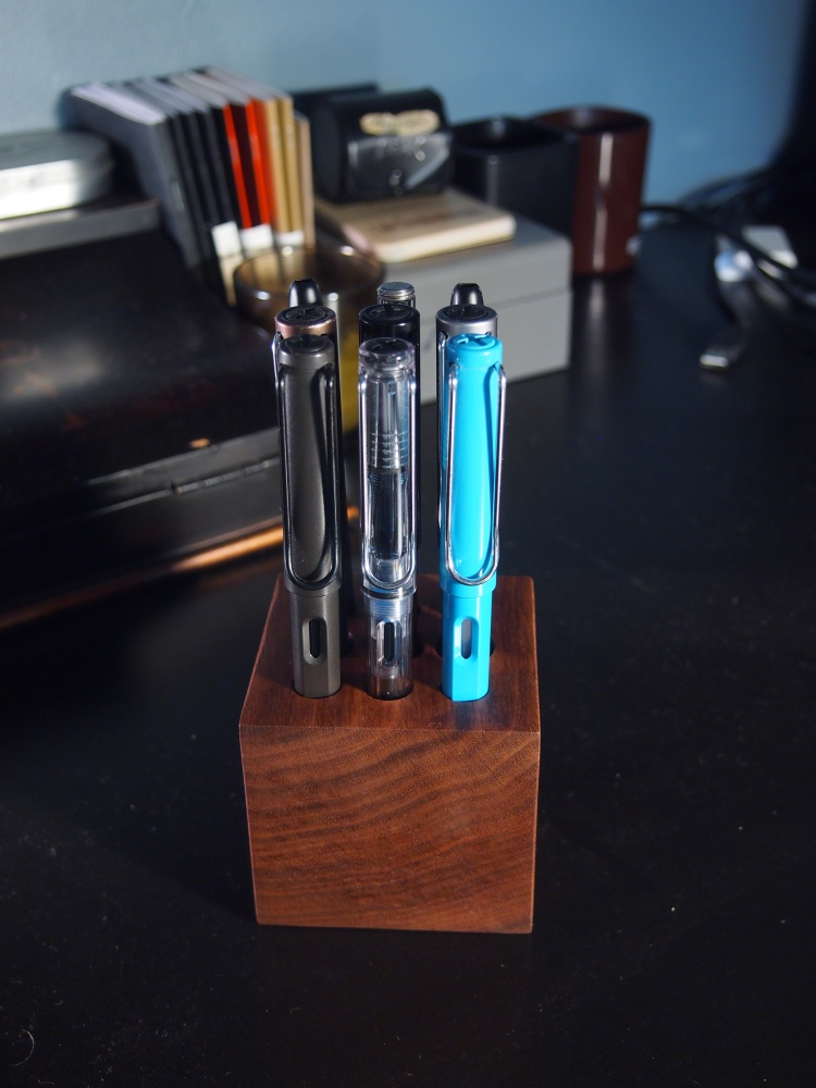 The Clicky Post Cube Pen Holder