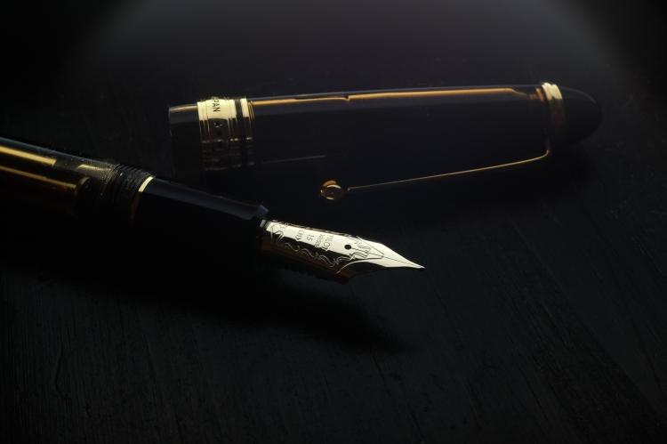 Fountain Pen Macro Nib Shots-4