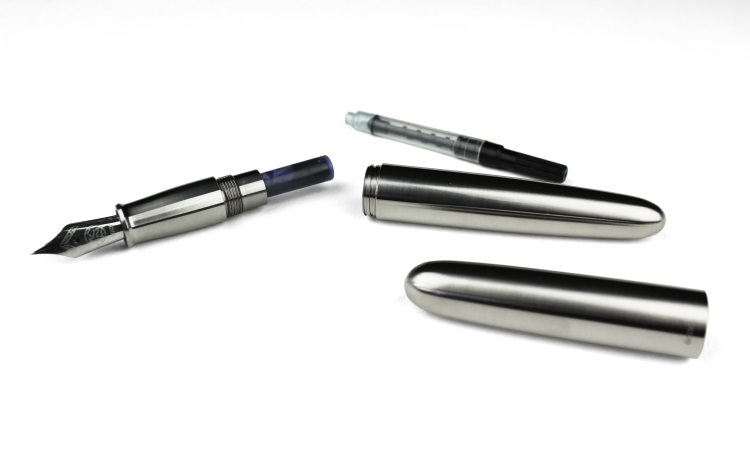 ensso-minimal-fountain-pen-titanium-3