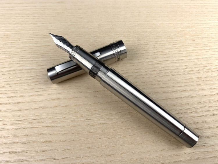 italia-fountain-pen-titanium-2.jpg